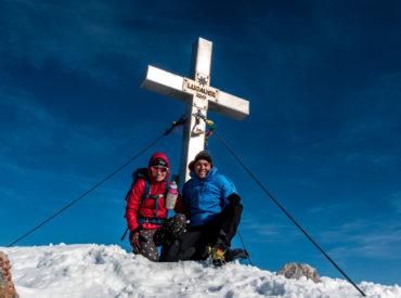 """""""Steirisches Matterhorn"""", so der Spitzname des Berges, den wir uns vergangenen Sonntag aussuchen. Der Lugauer soll es werden, der aufgrund seiner Pyramiden-Form diesen Beinamen erhalten hat. Da die Bergtour als sehr anspruchsvoll beschrieben wird und es nun doch recht früh dunkel wird, entscheiden wir uns schon am Vortag anzureisen. Davor sammeln wir..."""