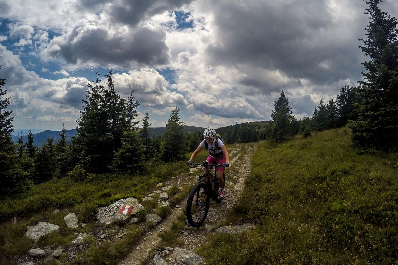 Anja auf einem Trail, Wexl Trails